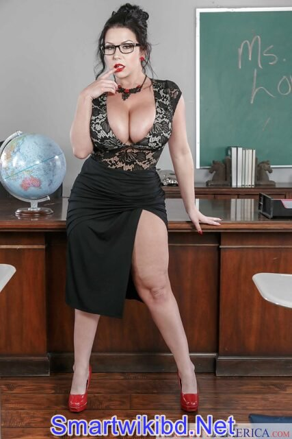 Top 25 Hottest Curvy Thick Pornstars In 2021-2022