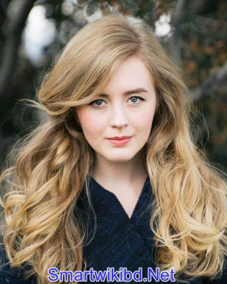 Actress Emily Marie Palmer Biography Wiki Bra Size Hot Photos 2021