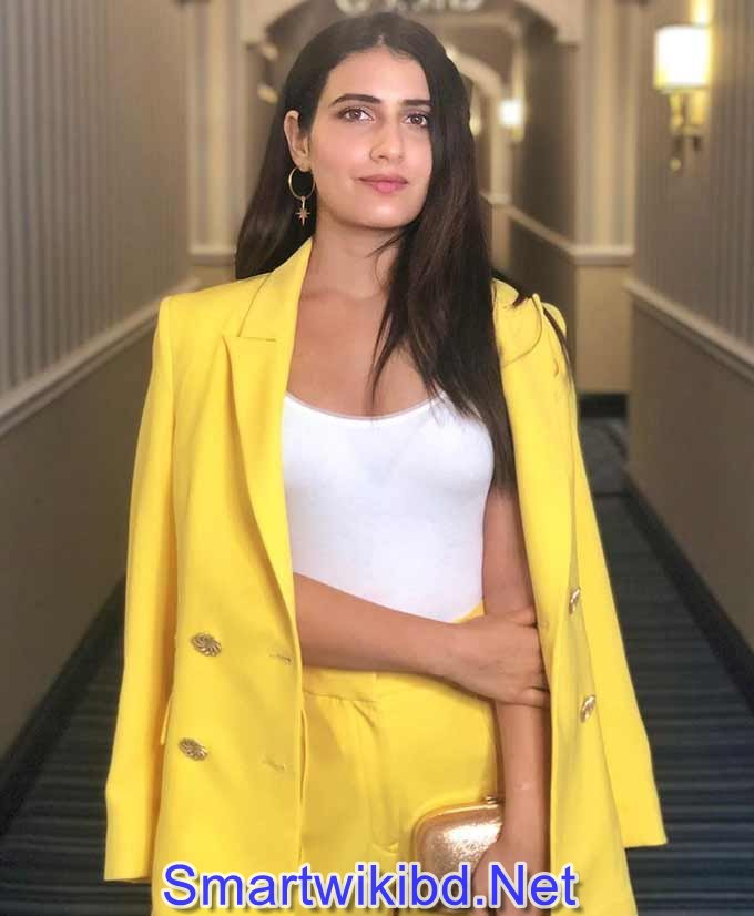 Actress Fatima Sana Shaikh Biography Wiki Bra Size Hot Photos