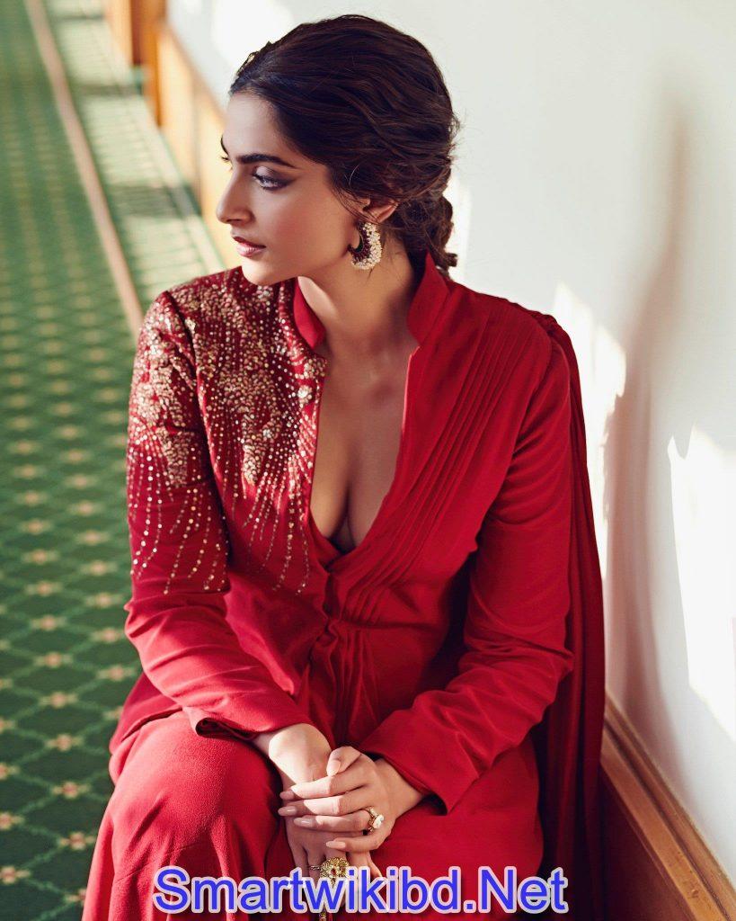Actress Sonam Kapoor Bra Size Hot Sizzling Photos