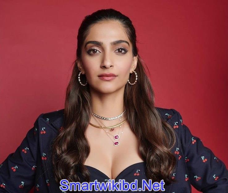 Sonam Kapoor Best Sexy Photos Collection 2021-2022