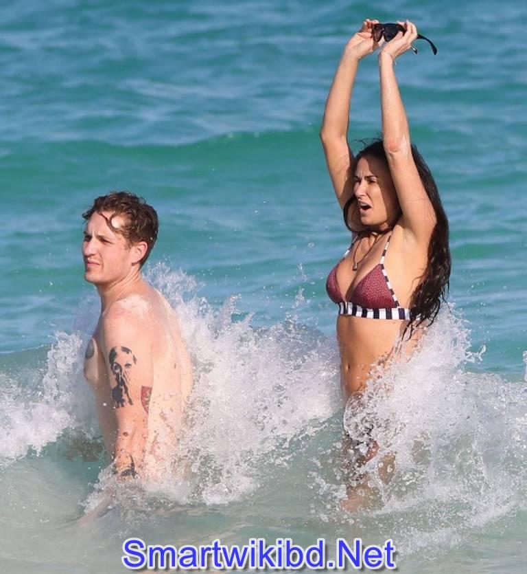 Actress Demi Moore Biography Wiki Bra Size Hot Photos 2021-2022