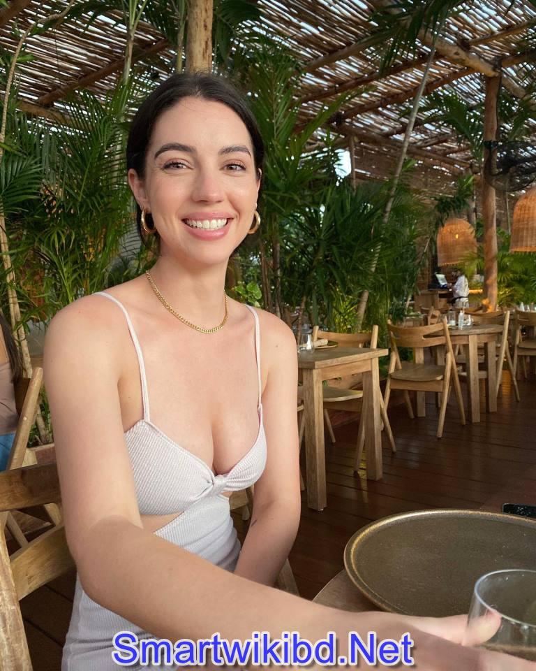 Actress Adelaide Kane Biography Wiki Bra Size Hot Photos 2021-2022