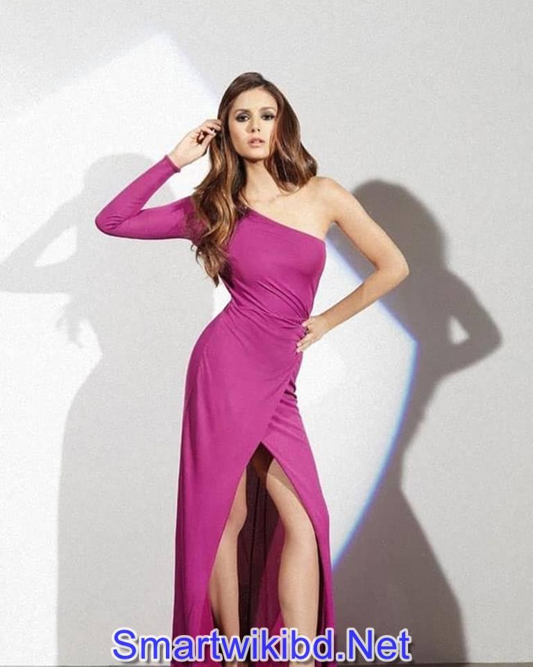 Actress Nina Dobrev Biography Wiki Bra Size Hot Photos