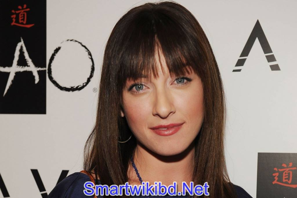 Actress Margo Harshman Biography Wiki Bra Size Hot Photos 2021